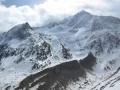 Les premières montagnes enneigées