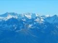 Au premier plan le massif de Belledonne et au second plan celui des Rousses avec au centre le Pic de l'Étendard