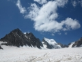 Les Ecrins tout au fond du Glacier Blanc