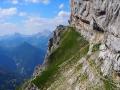La sente qui depuis le bas du Col des Deux-Sœurs conduit au départ du Spigolo de la Grande Sœur-Agathe !
