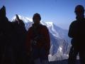 Pause matinale à la hauteur de l'arête des Flammes de Pierre. Au fond le Mont Blanc