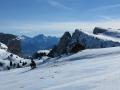 Le Mont-Aiguille en partie caché et à droite les Rochers du Parquet