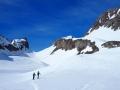 Serre-Long (2139m) est situé juste au dessus et à droite du Col des Aiguille