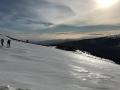 La neige est de plus en plus dure, le sol se transforme en patinoire !