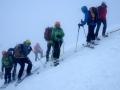 Au sommet dans le brouillard, la croix n'est pas visible, enfouie sous la neige !