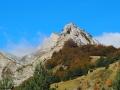Au centre, le petit sommet de Serre Chazal, qui sous cet angle de prise de vue est particulièrement imposant et ou se trouvent les ammonites !