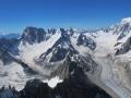De gauche à droite : Les Grandes Jorasses avec le glacier de Leschaux, les Périades et la Dent du Géant, la mer de Glace et le Mont-Blanc