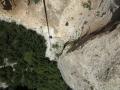 A mi-hauteur du rappel pendulaire de 60m