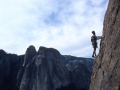 Premier contact avec le granit californien dans une voie d'entrainement