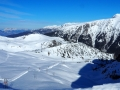 La partie haute du domaine de la station de ski de l'Alpe du Grand Serre est fermée à cause du vent violent, Il n'y a personne sur les pistes !