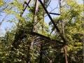 Le pylone situé à l'aplomb de la voie du Pylone : étonnant non ?