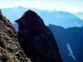 Le versant abrupt de la crête des Rochers du Serre et l'Etillier