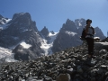 Sur la caillasse du glacier