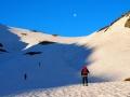 Montée au Col des Tufs avec la lune en ligne de mire