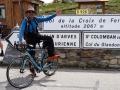 La photo traditionnelle  au sommet du Col de la Croix de Fer !