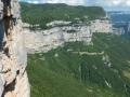 7ème et 8ème longueurs : une longue traversée ascendante sur la gauche avec sortie par Chrysanthème : pas beau et craignos !